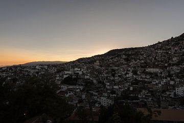 Zonsondergang in Taxco. sunset in taxco van Paul Tolen