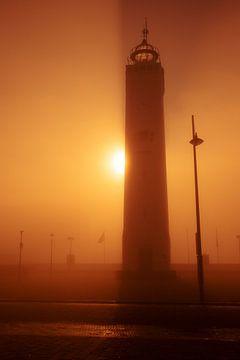 Vuurtoren van Noordwijk in de gouden mist van Yana Spiridonova