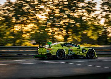 Aston Martin DB11 Le Mans 2019 Sonnenuntergang von Bob Van der Wolf
