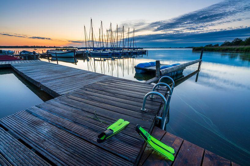 Der Leekster See bei Sonnenaufgang. von Ron ter Burg