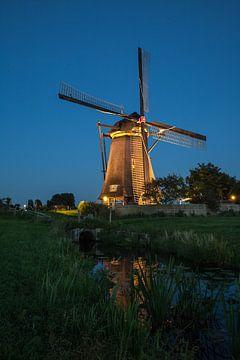 Verlichte molens Kinderdijk #3 van John Ouwens