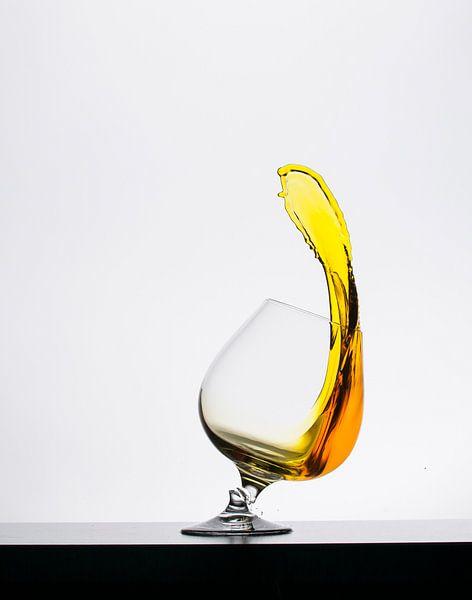 High speed liquid Geel van Theo Mulder