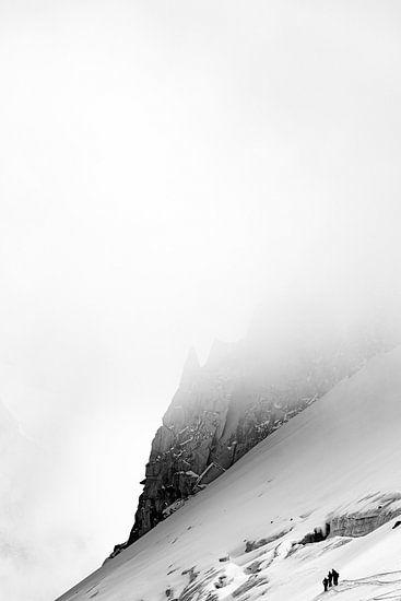 Hintertux gletsjer in de mist zwart wit
