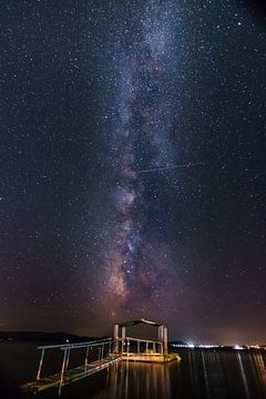Milchstraße über dem meer mit einem Pier im Vordergrund - Grichenland von Fotos by Jan Wehnert