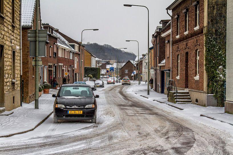 Stampstraat Simpelveld tijdens de winter van 2013 van John Kreukniet