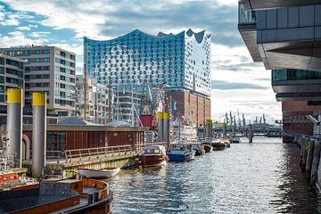 Hafencity mit Elbphilharmonie von Sabine Wagner
