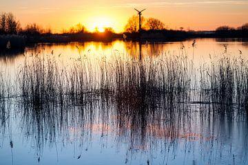Coucher de soleil sur la Lauwersmeer à Lauwersoog en Hollande sur Evert Jan Luchies