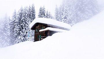 Berghütte im Schnee von Paul Schoor
