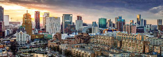 Skyline city centre Rotterdam sunset van Midi010 Fotografie