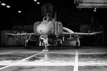 F-4 Phantom in de hangar von Peter de Hoog