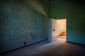 Urbex: Zellentür von Carola Schellekens