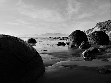 Tijdloze Moeraki Boulders, Nieuw Zeeland van J V