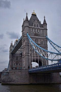 Towerbridge Londres à proximité en couleur sur Mireille Schipper