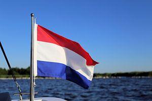 Nederlandse vlag aan boord van