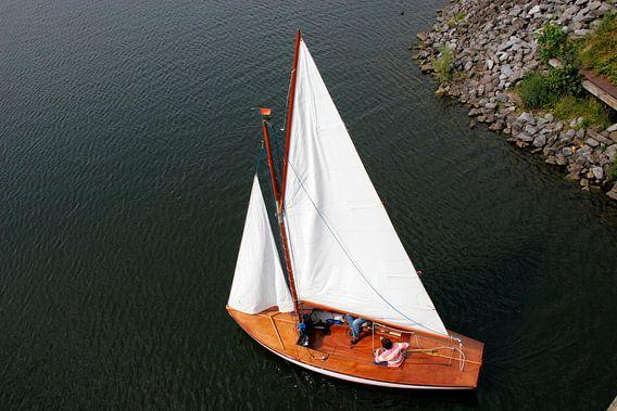 Varende boot van Kristel van den Boom