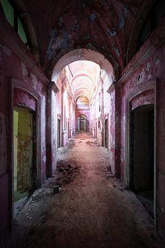 Corridor déserté en décomposition. sur Roman Robroek