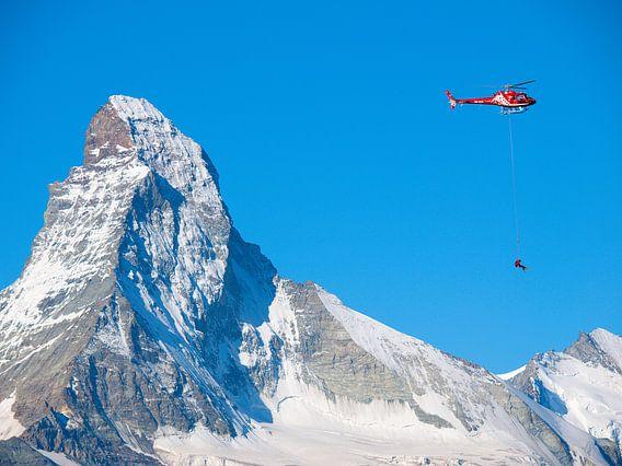 Reddingshelikopter voor de Matterhorn