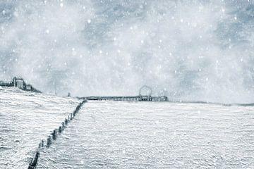 Eiskalter Tag am Strand von Scheveningen (Den Haag, Niederlande) von Art by Jeronimo