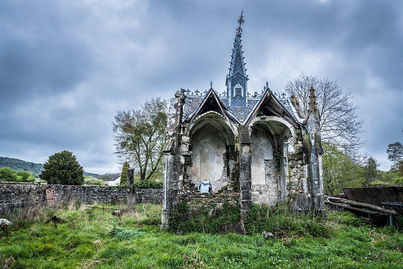 Oude  vervallen kapel van Inge van den Brande