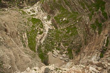 Blick auf den Grund des Abgrunds vom Kloster der Versuchung in Jericho, dem Ort, an dem der Legende  von Michael Semenov