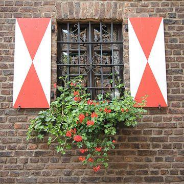 Malerisches Fenster in Zons am Rhein von Christine aka stine1
