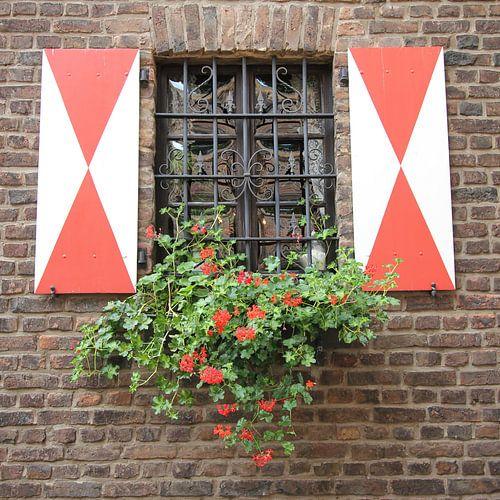 Malerisches Fenster in Zons am Rhein von