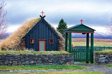 Torf Kirche auf Island von Ben van Boom