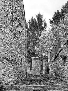 Detail van een een romantisch historisch stadje van Louis Kreuk