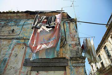 typischer Tag in einer der Straßen von Havanna, Kuba von Tjeerd Kruse