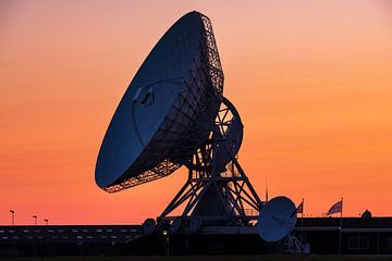 Het grote oor in Burum, tijdens een zonsondergang