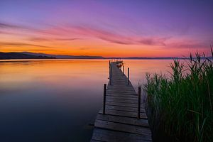Zonsopkomst bij het meer van Trasimeno van Jenco van Zalk
