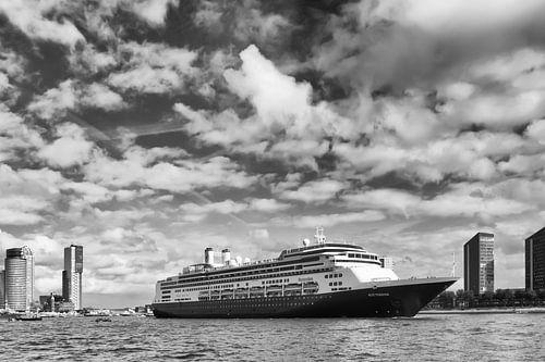 Holland Amerika Lijn cruiseschip De Rotterdam verlaat Rotterdam van