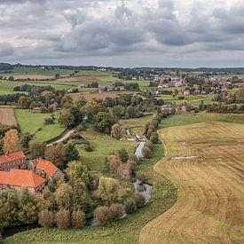 Panorama aérien de la vallée de la Geul dans le sud du Limbourg sur John Kreukniet