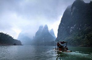 Afdalen van de mistige Li-rivier