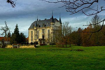 Schloss Schaloen in Schin op Geul an einem trüben Herbsttag von Kim Willems