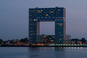 Pontsteiger-Gebäude in Amsterdam kurz nach Sonnenuntergang von Wim Stolwerk
