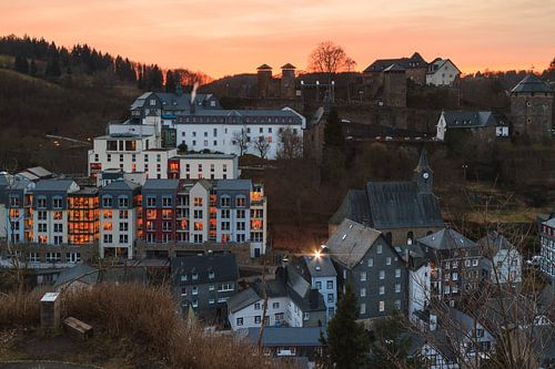 Monschau bij zonsondergang van