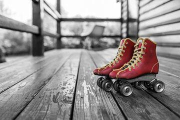 patins à roulettes rouges sur