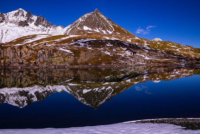 Berg en Spiegeling op de Nufenenpas - Wallis / Ticino - Zwitserland van Felina Photography