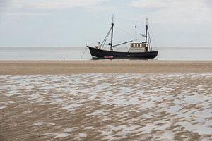 Vissersboot aan het strand
