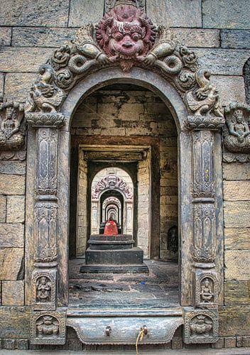 Doorkijkje door de stoepa's van Pashupathinath, Nepal