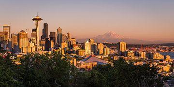 Gouden gloed over de Seattle Skyline von Edwin Mooijaart