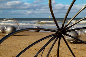 L'art abstrait sur la plage sur Anne Ponsen