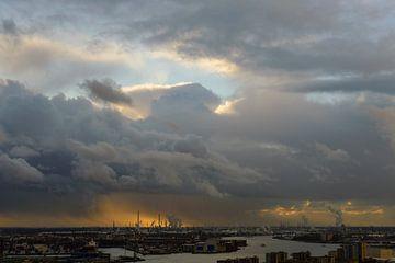 Bui boven Rotterdam van Robert van Brug