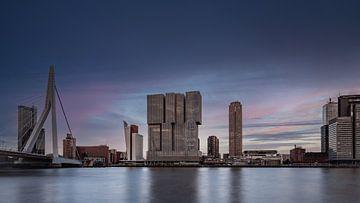 Skyline van Rotterdam bij zonsondergang van Michael Fousert