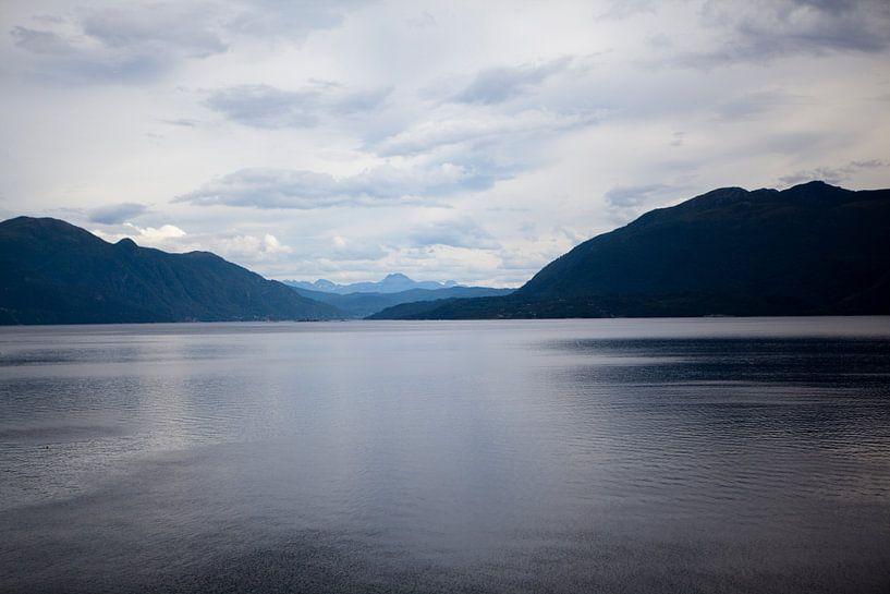 Fjord bij Kriansund van Kees van Dun