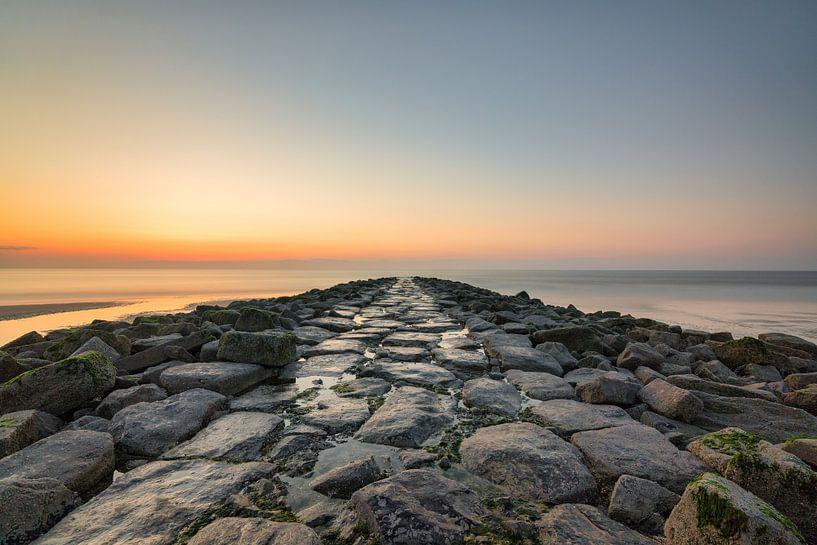 Wellenbrecher an der Nordsee von Rik Verslype