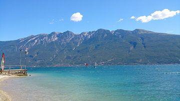 Surfing Lago di Garda van Iris van Bokhorst
