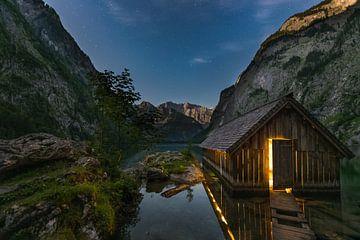 Licht in het boothuis aan de Obersee, Berchtesgaden, Beieren van Denis Feiner
