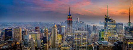 Prachtige zonsondergang boven Manhattan (New York City)
